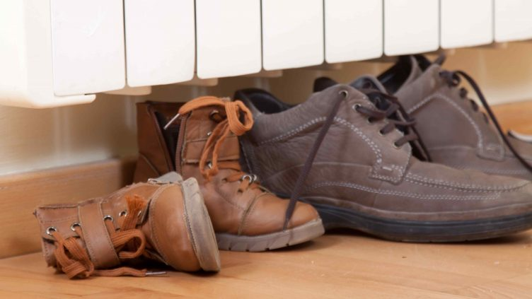 How to Dry Wet Shoes Without Damaging Them 2